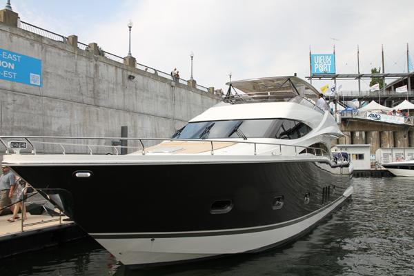 Coup d il sur le salon du bateau flot 2012 qu bec for Salon bateau