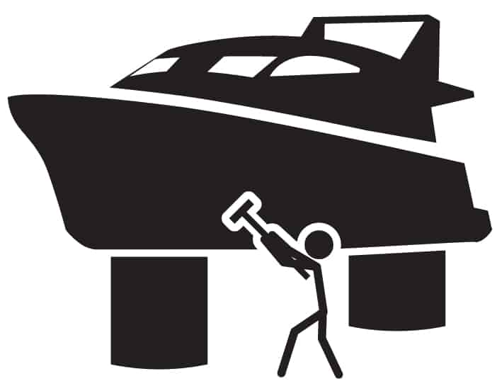Bien préparer son bateau avant sa mise à l'eau est primordial. Crédit photo : iconerinfostock,
