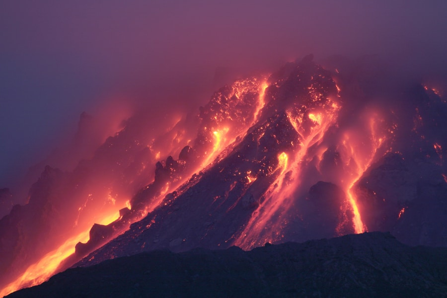 Le volcan de la Soufrière Hills, sur l'île de Montserrat. Crédit photo : Photovolcanica.com, Shutterstock.