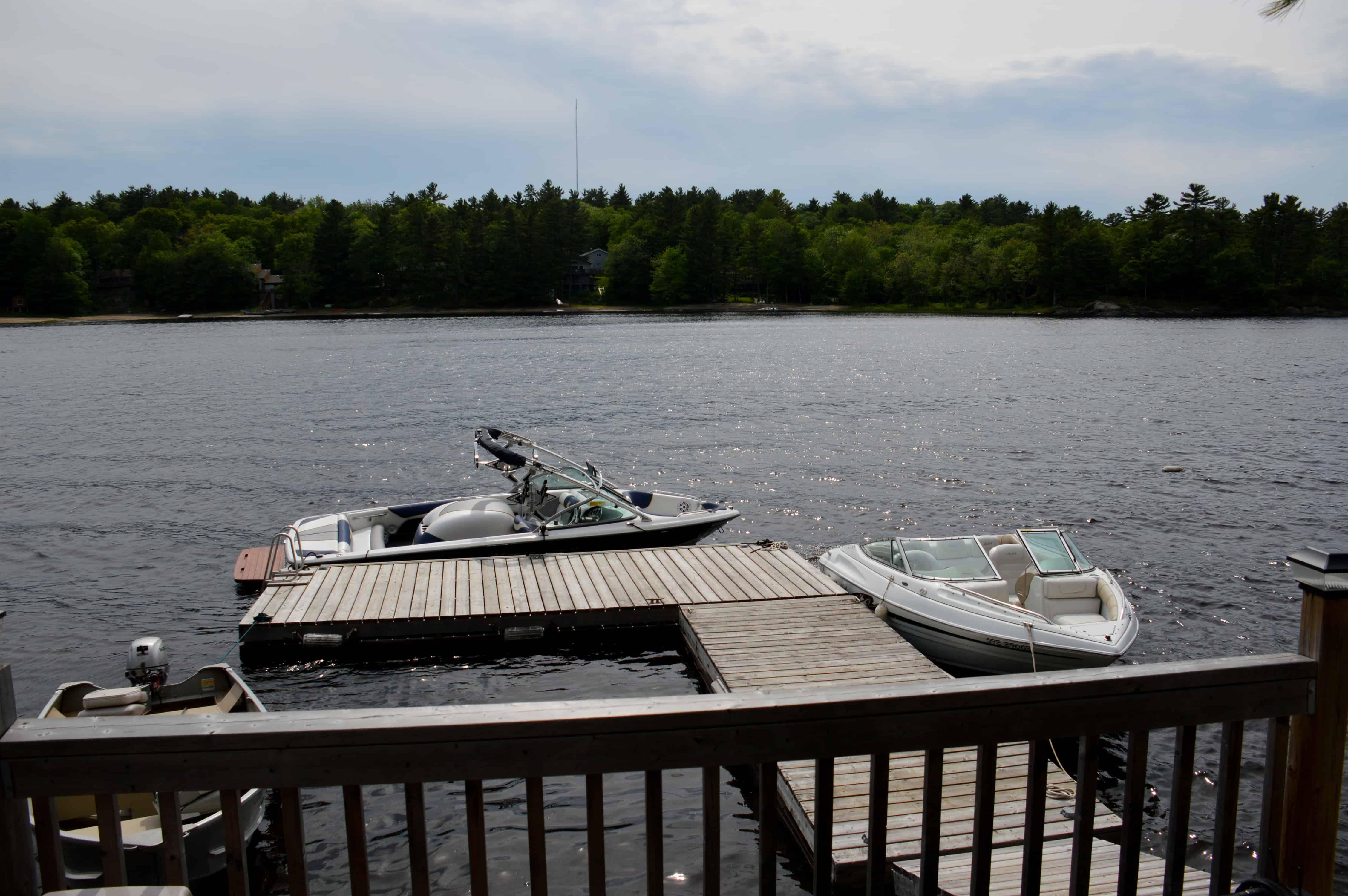 photo-2-la-disposition-de-ces-quais-flottants-permet-d-accueillir-plusieurs-bateaux