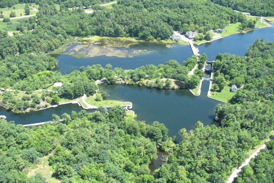 photo-4-vue-aerienne-de-jones-falls-sur-le-canal-rideau