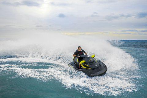 Profiter de la vie avec la motomarine Sea-Doo RXT 260!