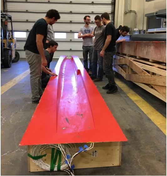 Les membres du club peu apres le demoulage du premier demi-moule - PCM Innovation & Polynt composites - Catamaran class-c - ETS - V2