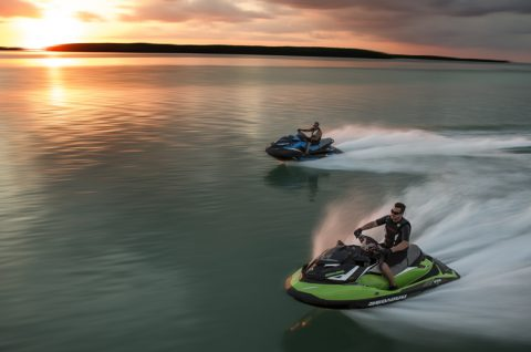 Photo 1 - Voici les motomarines Sea-Doo GTR-X 230 et Sea-Doo GTR 230.