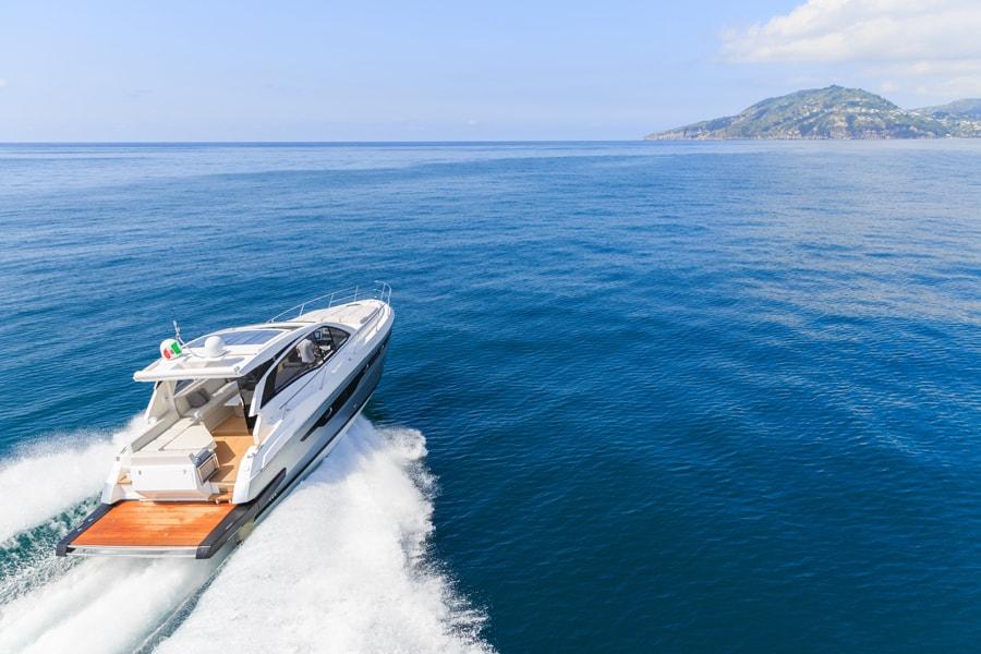 sac survie - urgence - detresse - bateau - voilier - freevideophotoagency _ shutterstock_469817210