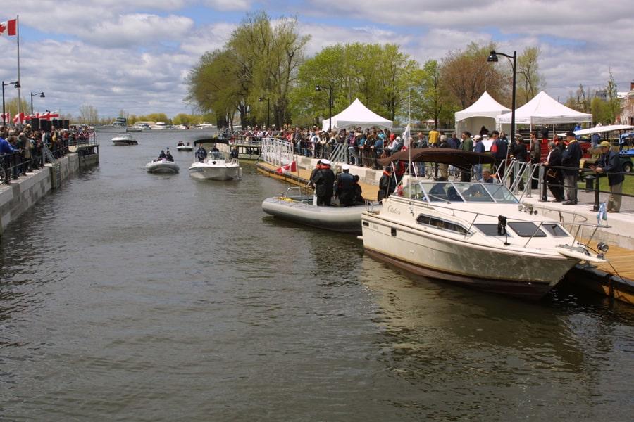 05_17 mai 2002 premieres embarcations a etre eclusees au canal de Lachine_Parcs Canada_HD